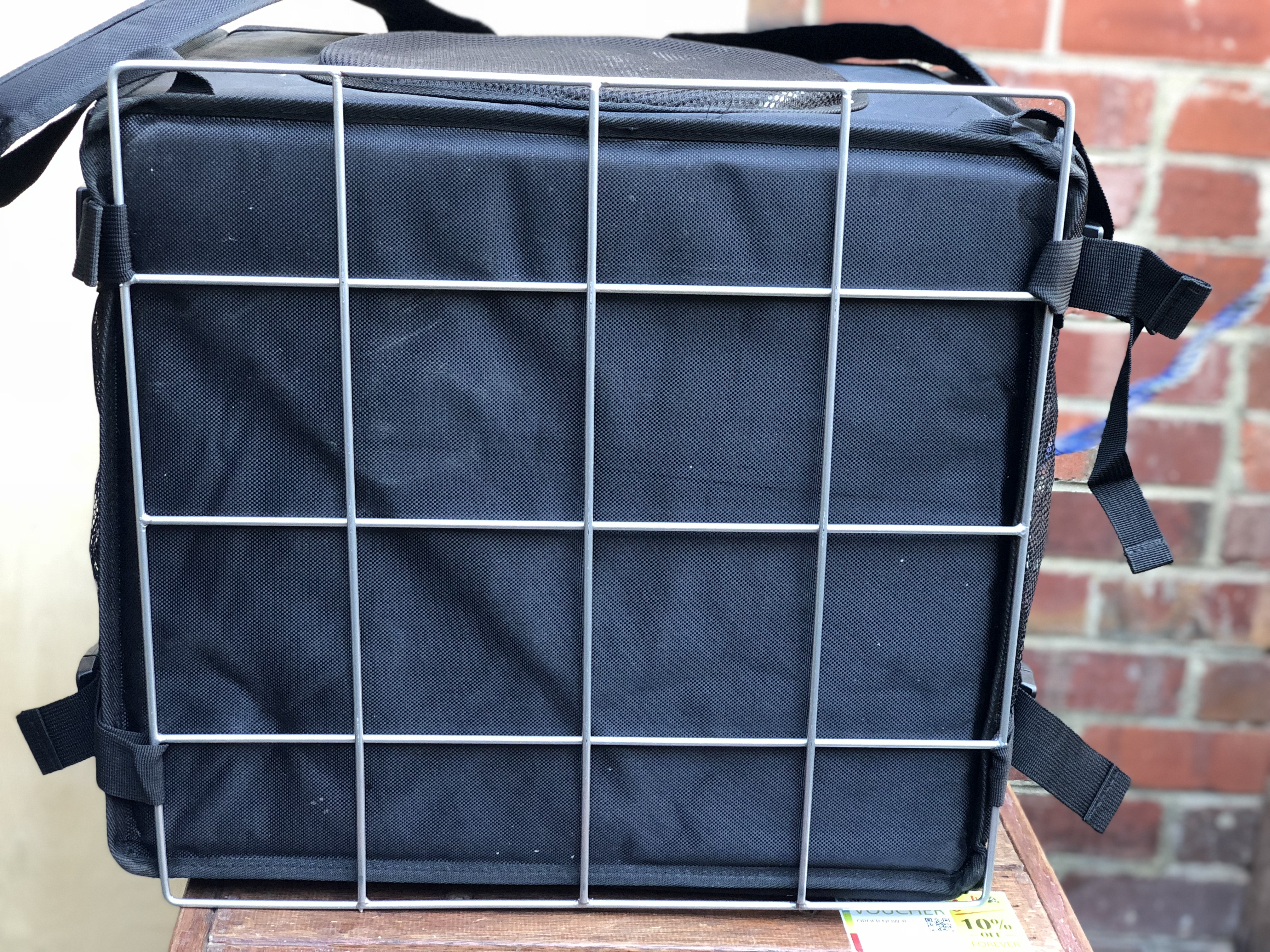 Delivery bag with rack